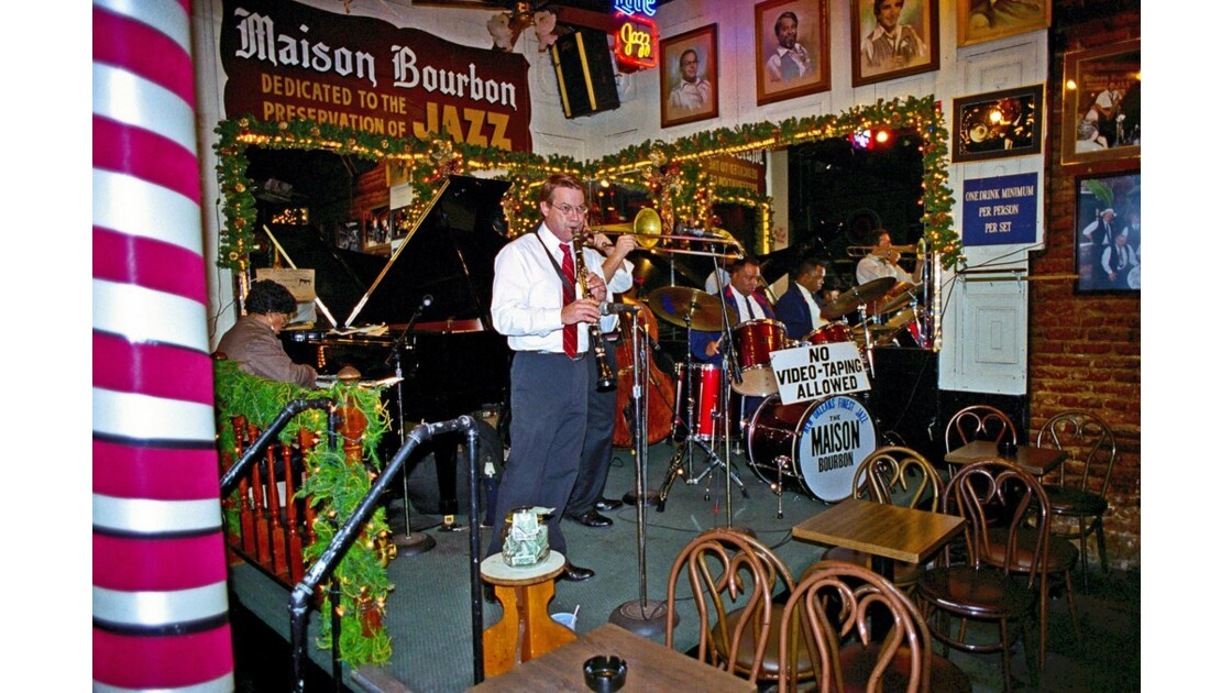 New Orleans Bourbon Street Bar 2