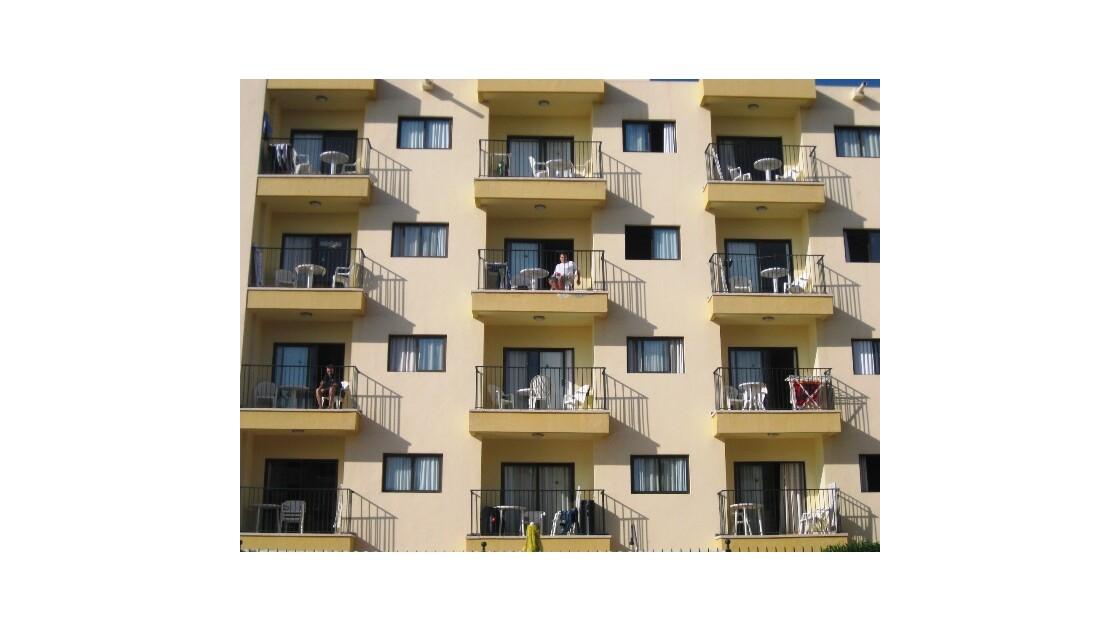 Gran Canaria balcon jaune et beige.JPG