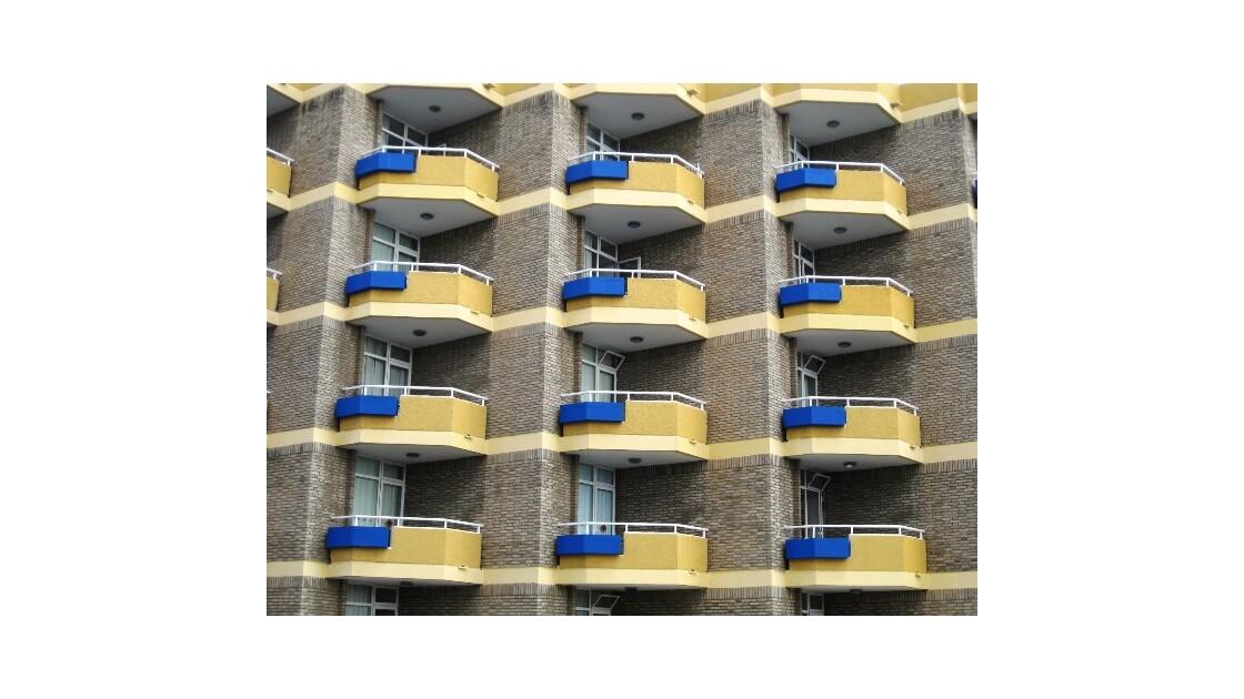 Gran Canaria balcon jaune et bleu.JPG