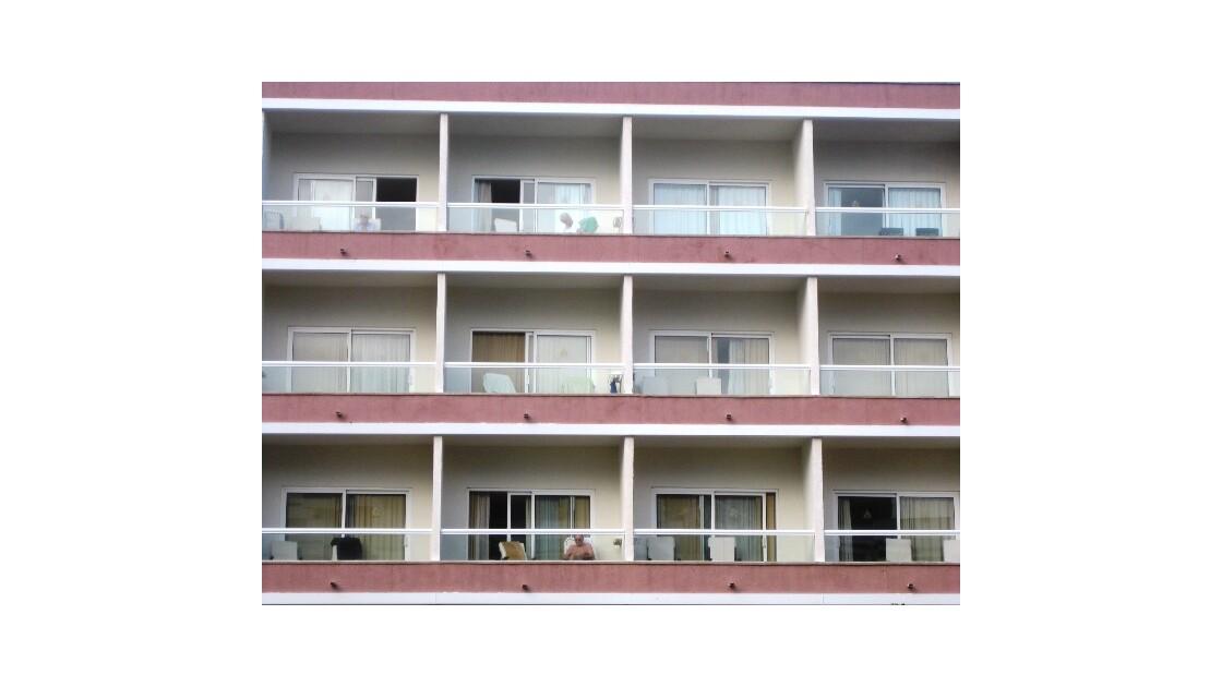 Gran Canaria balcon rose et blanc.JPG