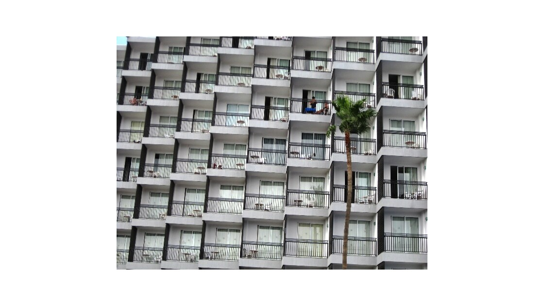 Gran Canaria balcon blanc et palmier.JP