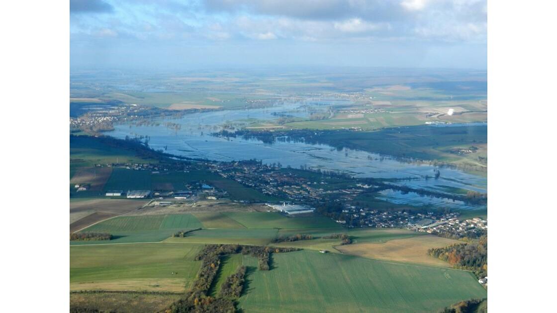 La Meuse inonde la vallée.JPG