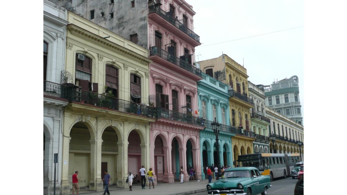 Bâtiment face au capitole à la Havane