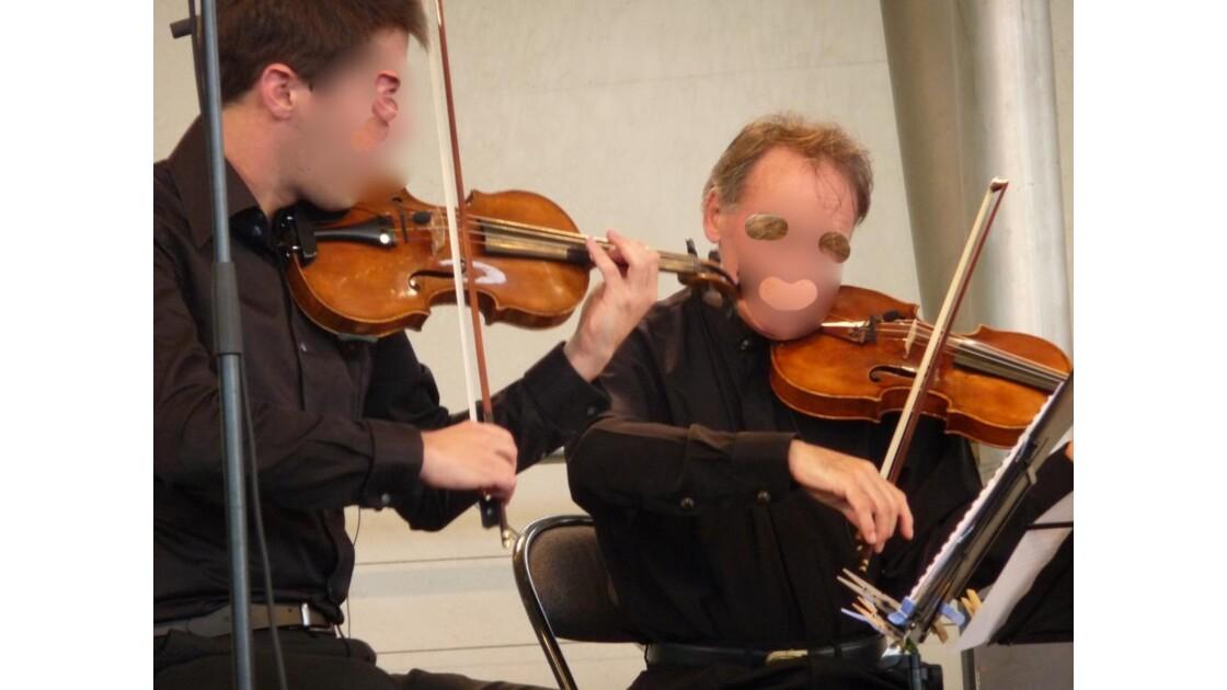 20 Les 2 violonistes ...