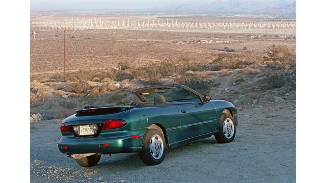 Près de Palm Spring Pontiac Sunfire