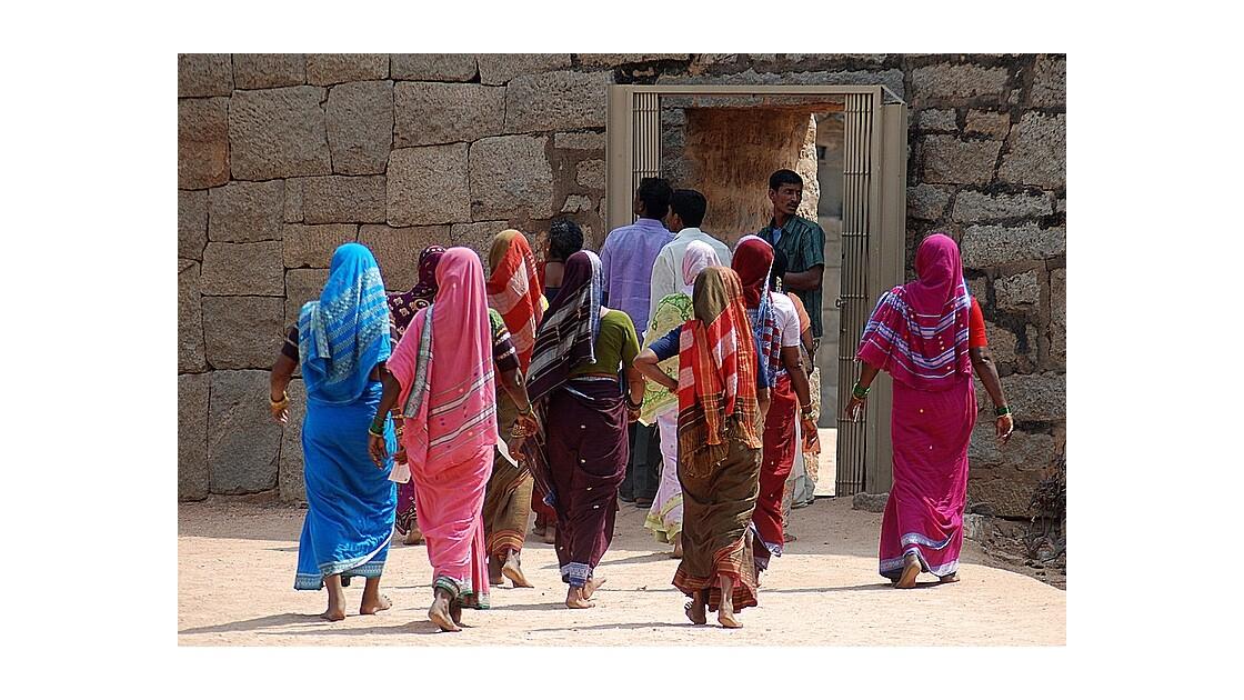 Les saris et les jolies Indiennes