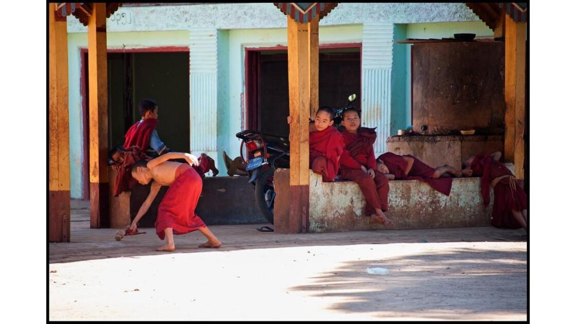 Dans un monastère du pays Shan