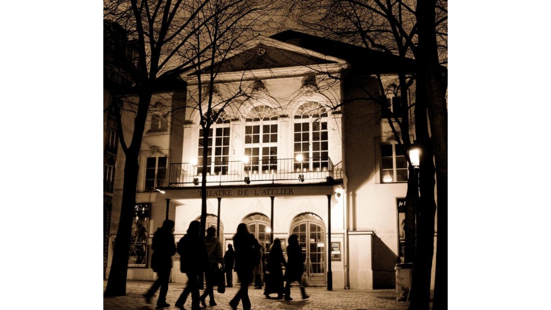 Théâtre de l'Atelier by night