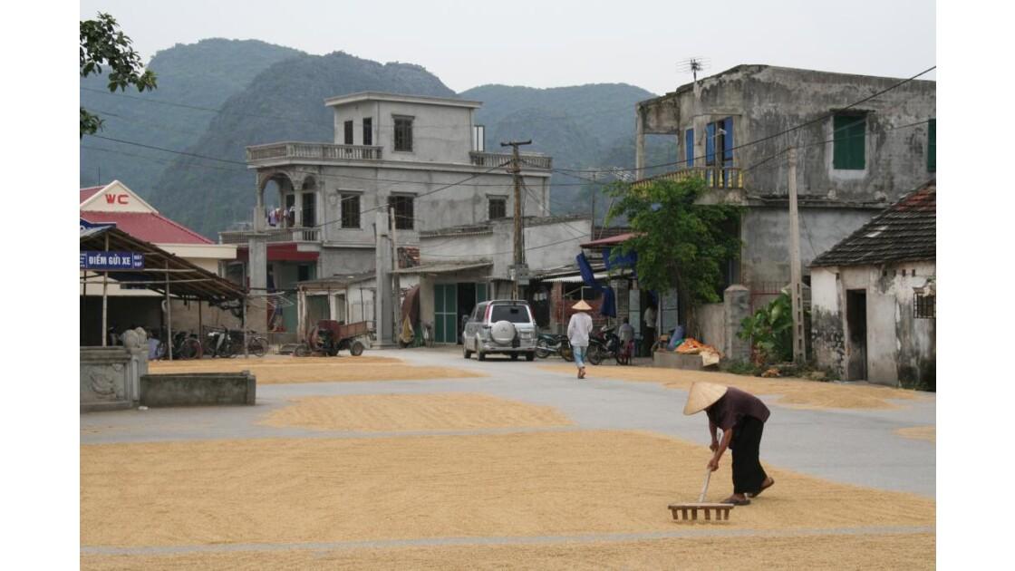 La place du village est un séchoir !