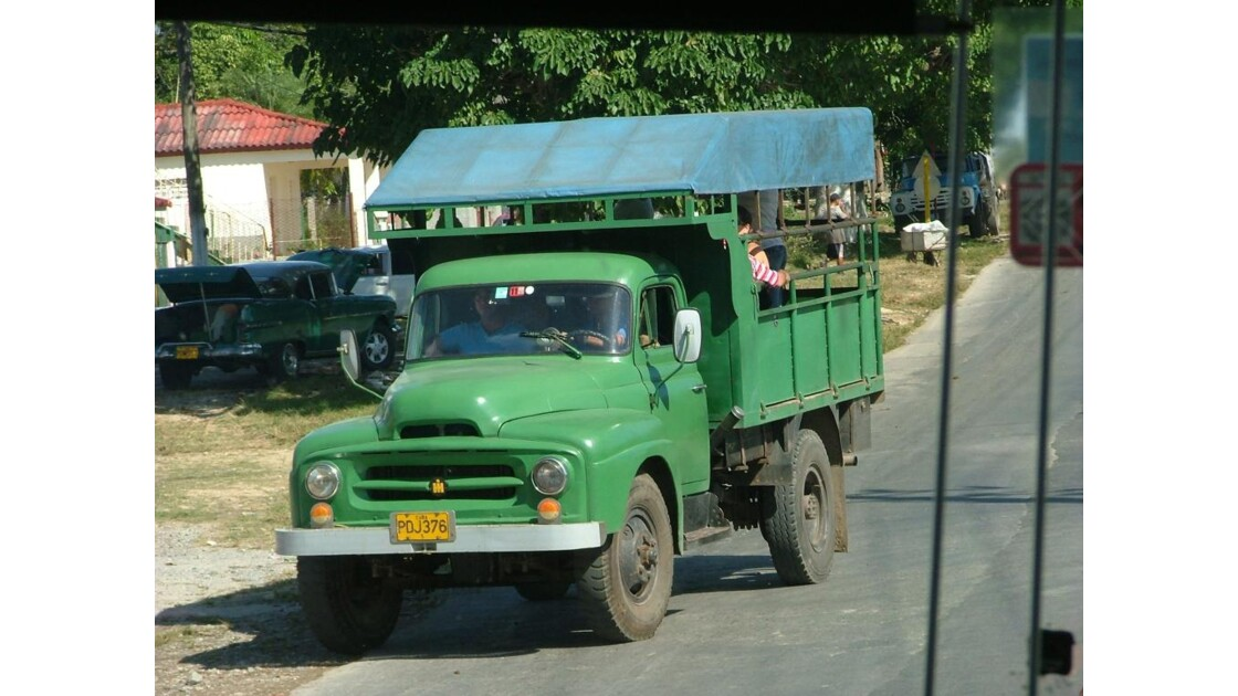 camion russe taxi a Cuba