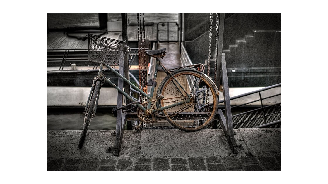 Vélo sur les quais, Paris.
