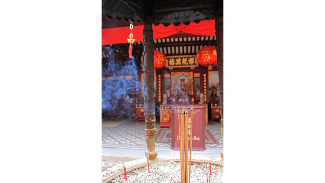 singapore_chinatown_incense.jpg