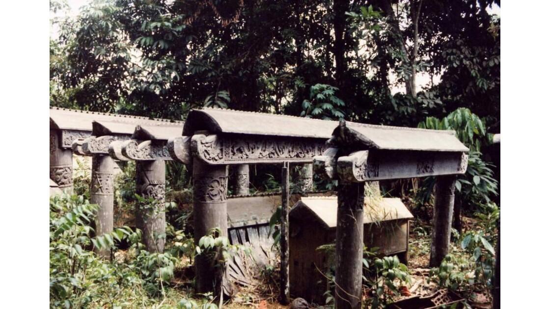 Sarcophage sculpté .jpg