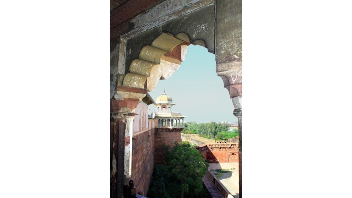 Angle de palais et vue sur les cours