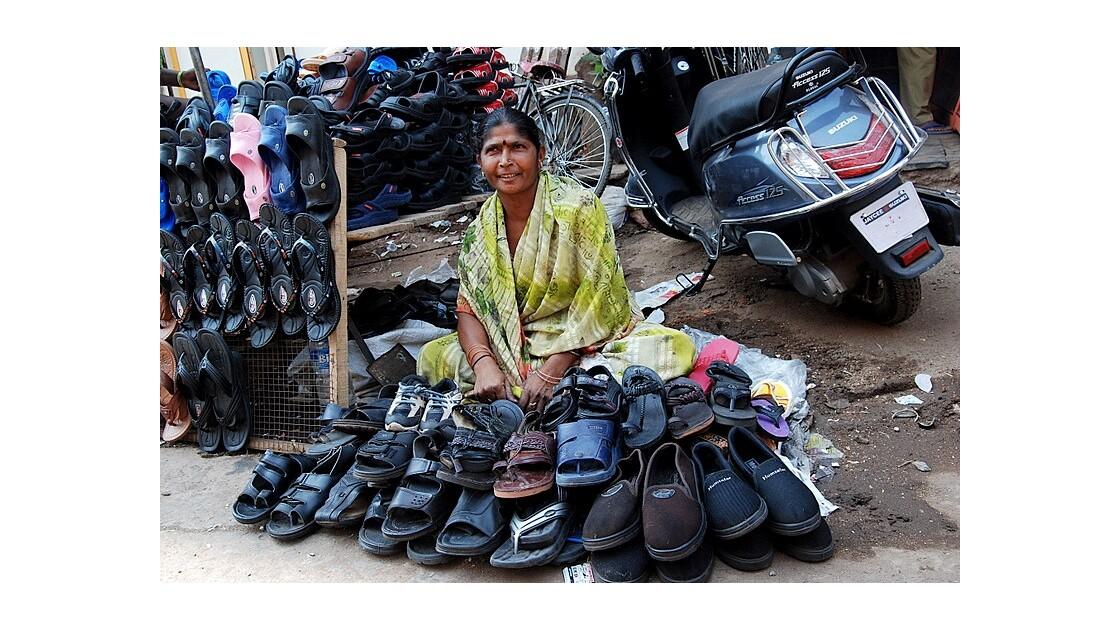 la vendeuse de chaussures