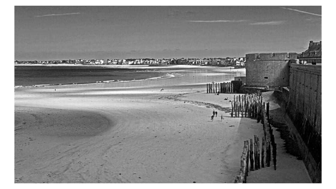 La plage et les remparts