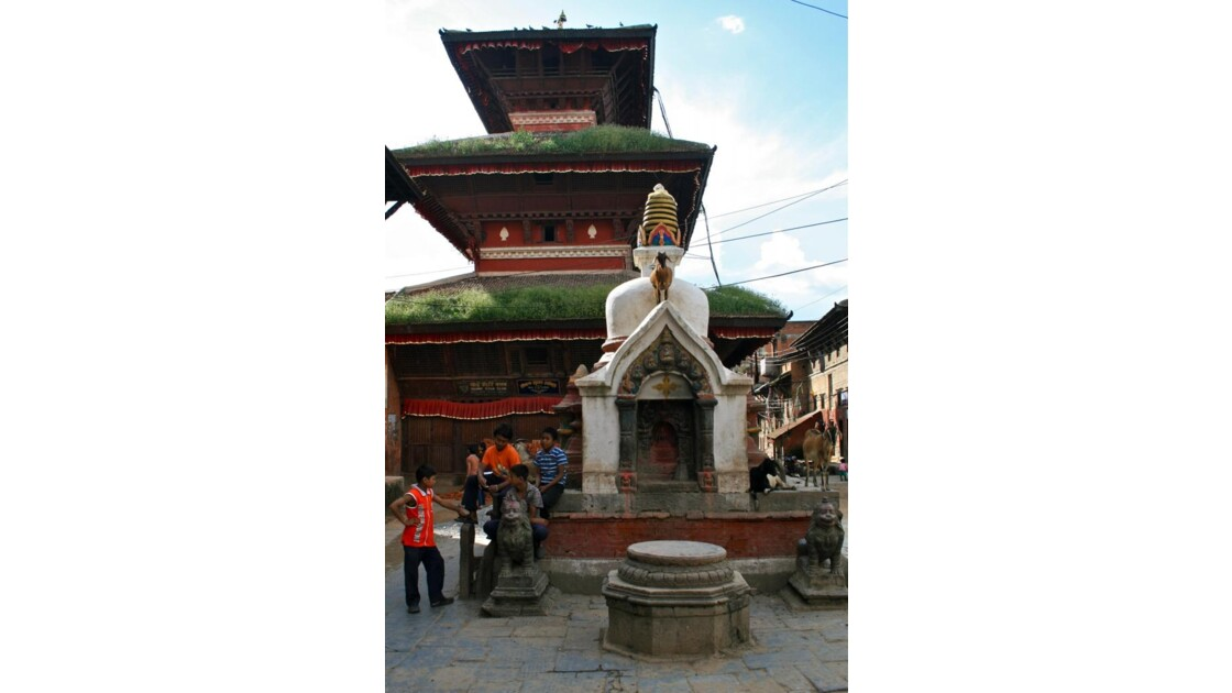 Khokhana: temple et stûpa