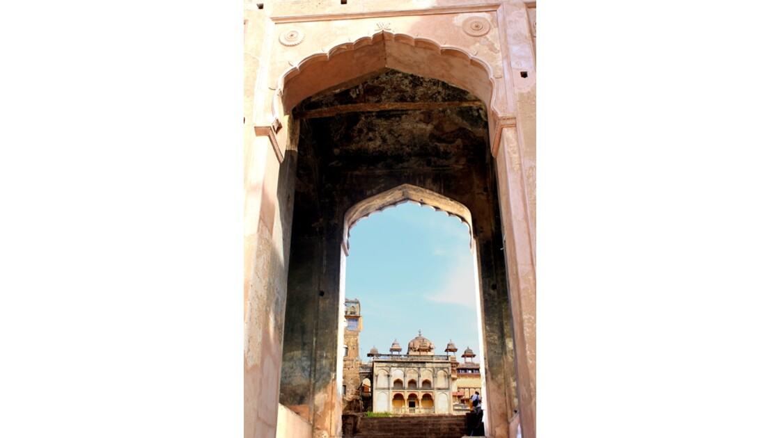 Entrée sur le Raja Mahal