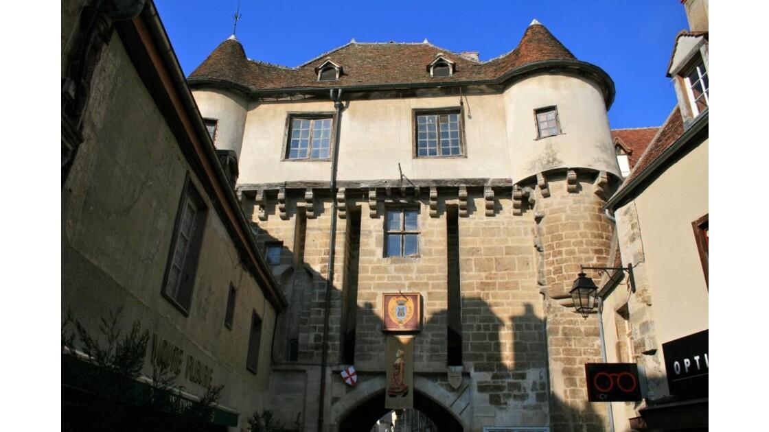 Semur-en-Auxois: Porte Guillier (XIVè)