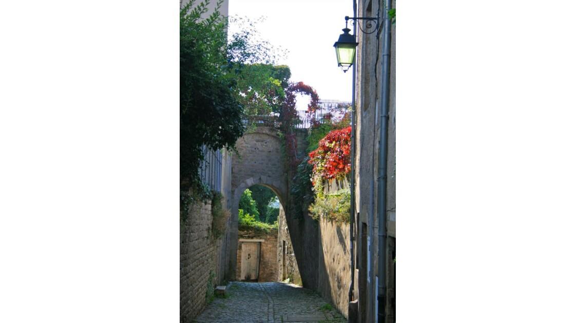 Semur-en-Auxois: Petite rue médiévale
