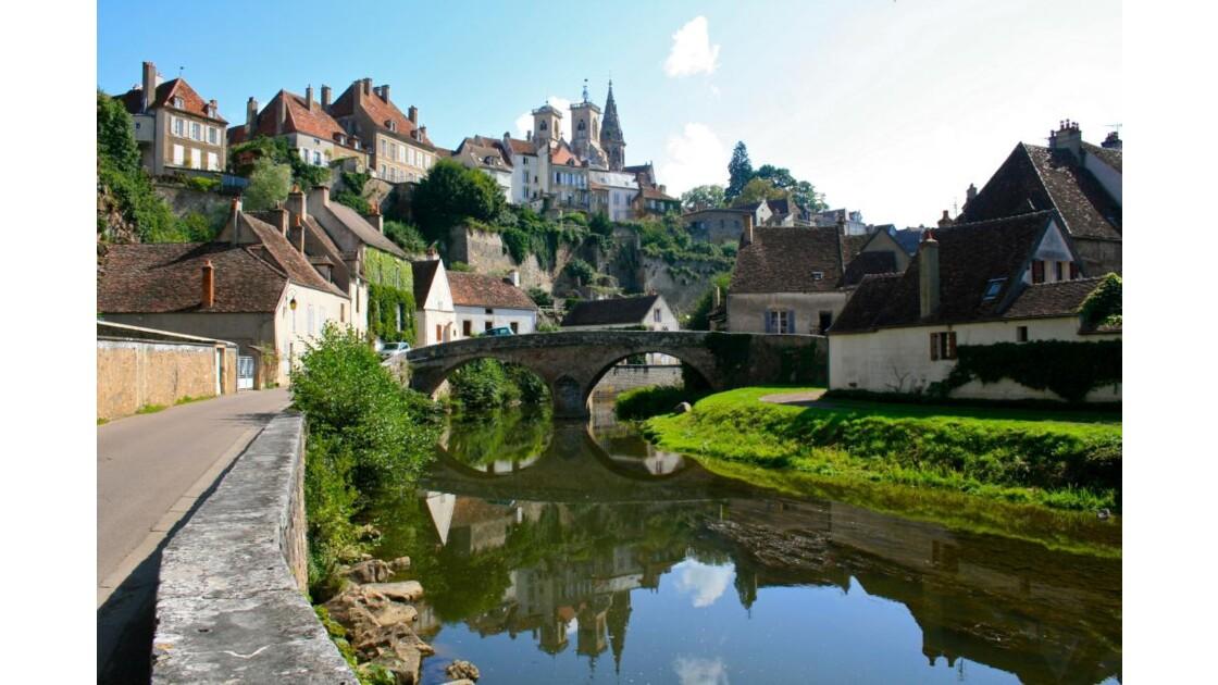Semur en Auxois: Perspective depuis le pont Pinard