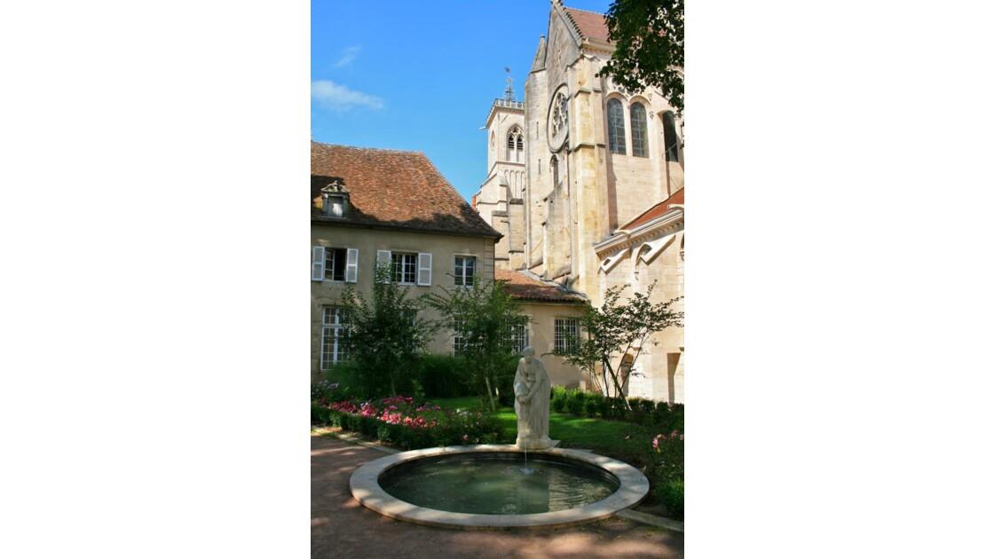 Semur-en-Auxois: chevet de l'église