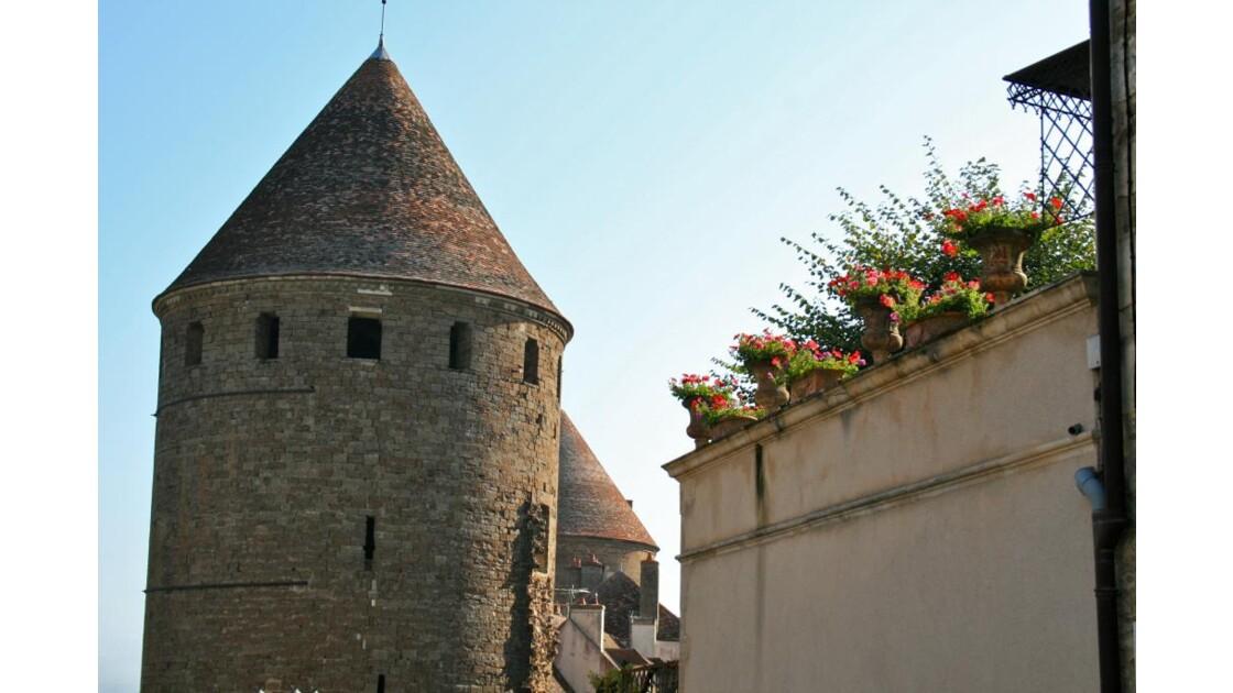 Semur-en-Auxois: rue des remparts