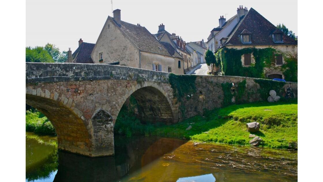 Semur-en-Auxois: Pont des Tanneries