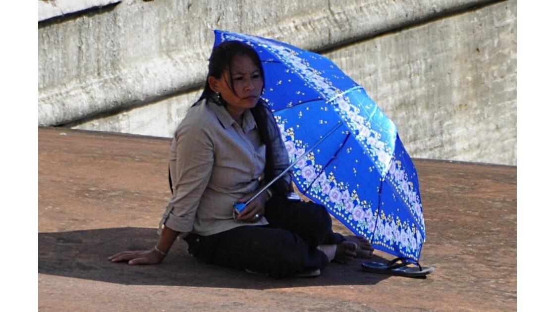 Népalaise au_parapluie