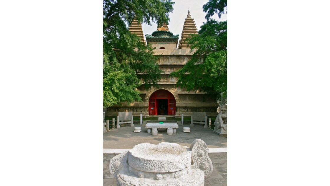 Wutasi: façade principale du temple