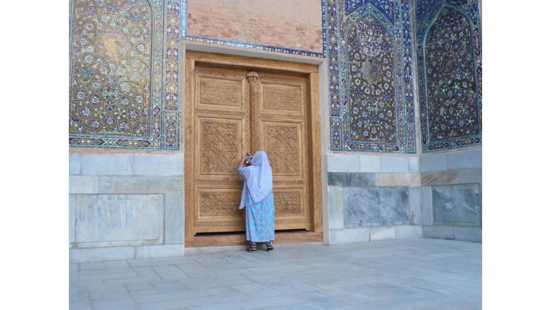 sur la place du Registan à Samarcande