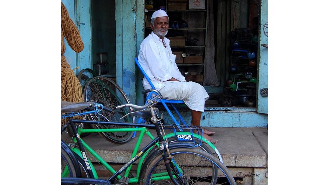Le réparateur de vélo de Badami