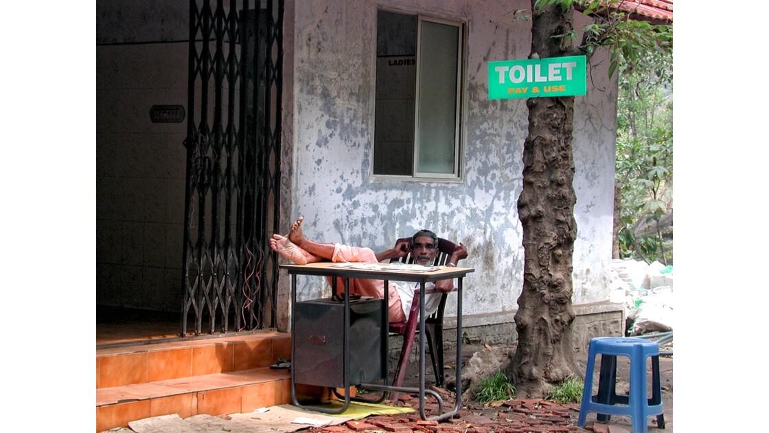 edakkal rocks toilette