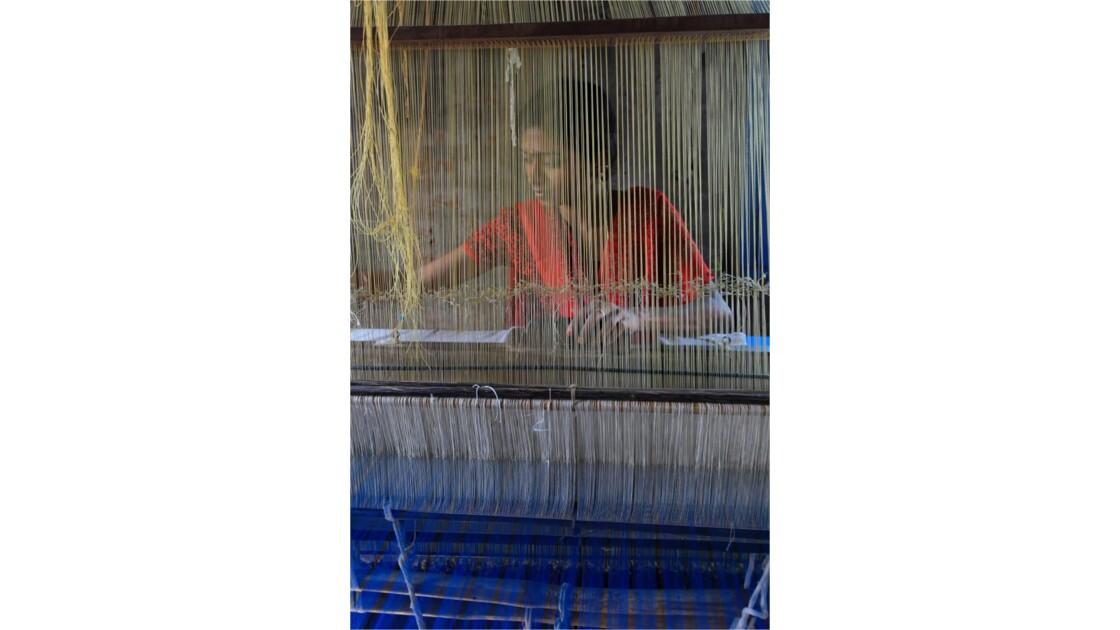 Inde du sud: atelier de tissage.