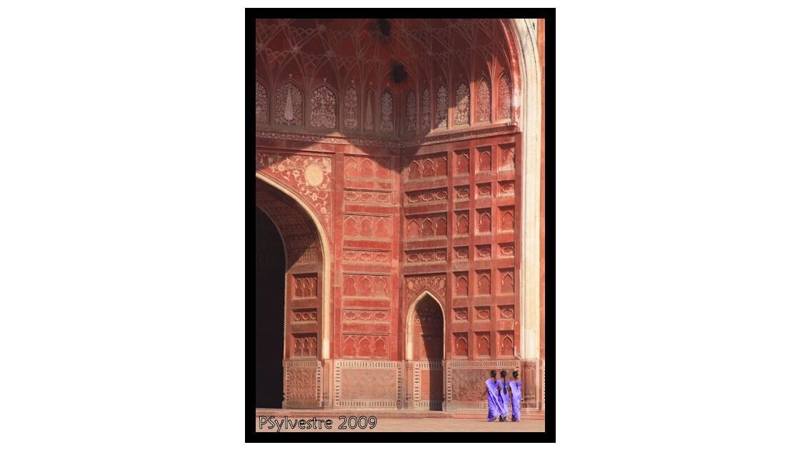 jeunes_femmes_la_mosque_Agra.jpg
