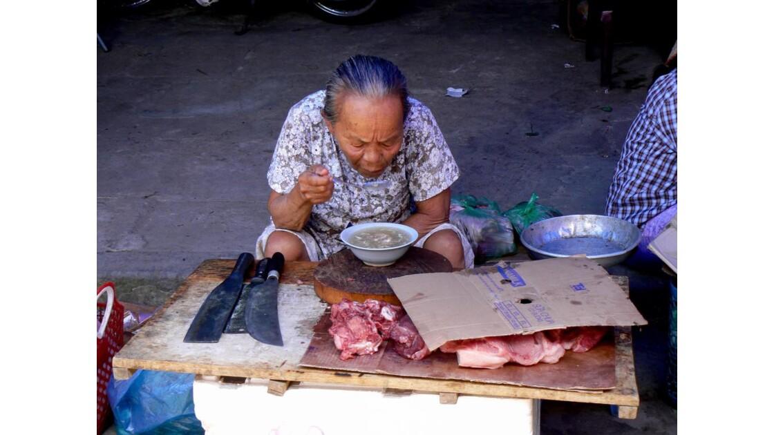 Pause déjeuner à la boucherie - Hoi An