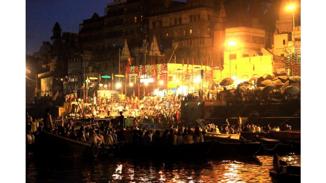 retour vers le ghat  Dashashwamedh