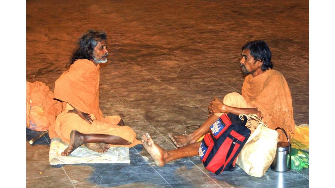 sur les ghats: deux ascètes