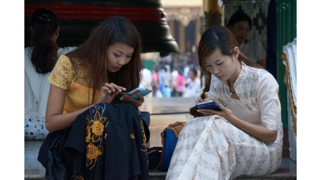 Yangon_Au_telephone.jpg