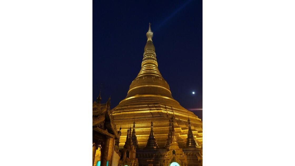 Yangon_Shwedagon_by_night.jpg
