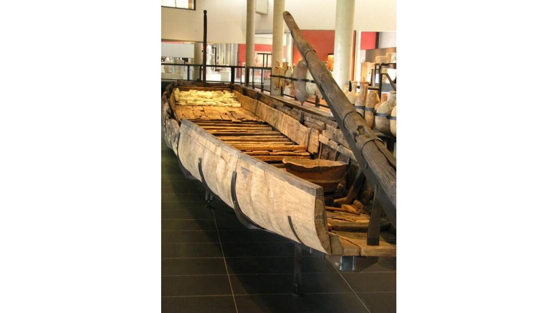 Musée Arles antique: chaland du Rhône