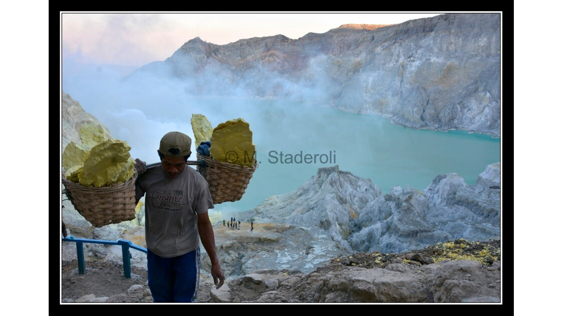 Kawah Ijen by night