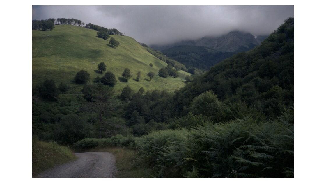 Pyrénées - Ciel orageux