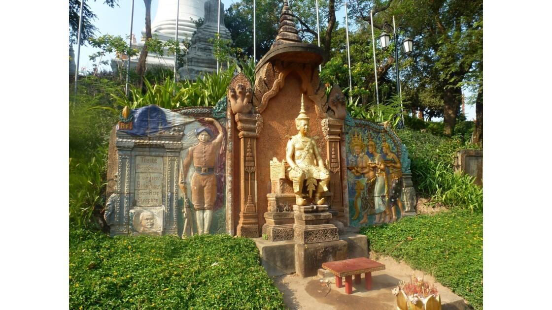 Wat Phnom -  statue du roi Sisowat -  - Phnom Penh