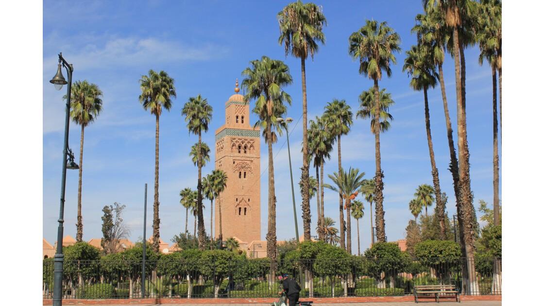 Marrakech, la Koutoubia s'admire de partout . Un réseau de belles rues