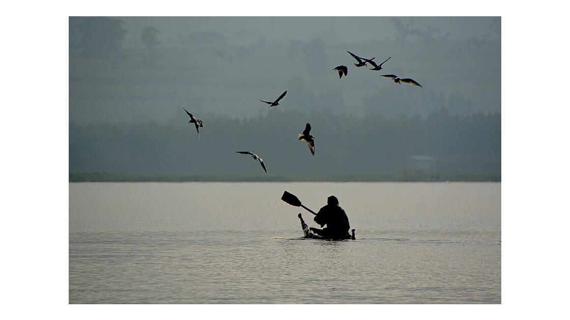 pécheur sur le lac tana