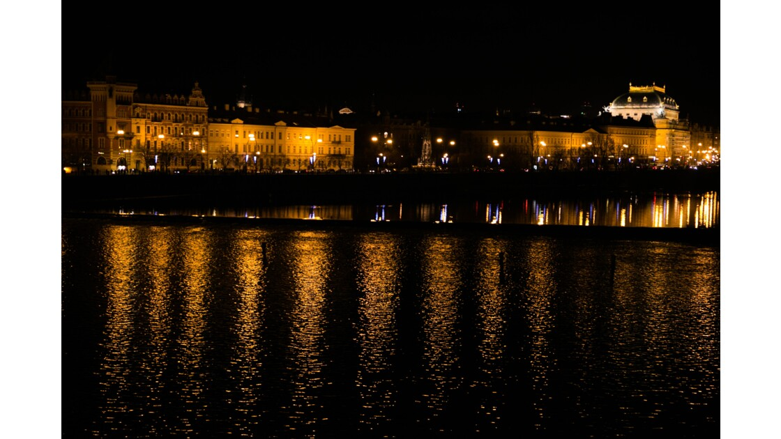 Vue de nuit sur la Vltava