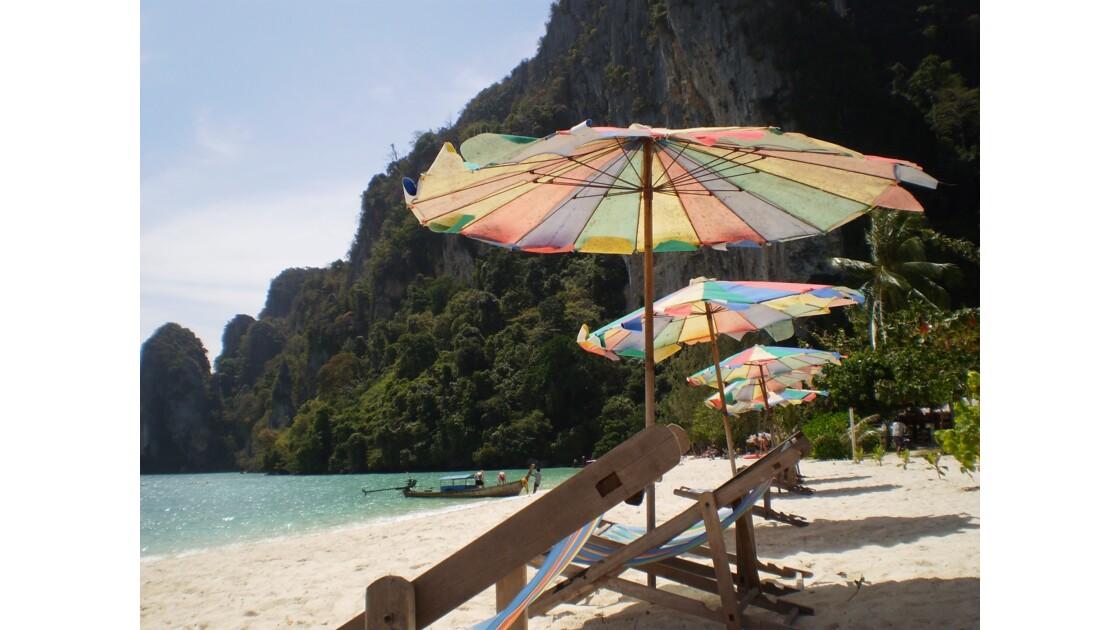Sur la plage à Koh Phi Phi