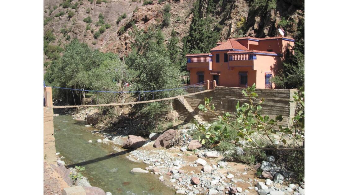 La vallée de l'Ourika : de nombreuses familles de la ville -généralement aisées-ont fait construire des résidences secondaires