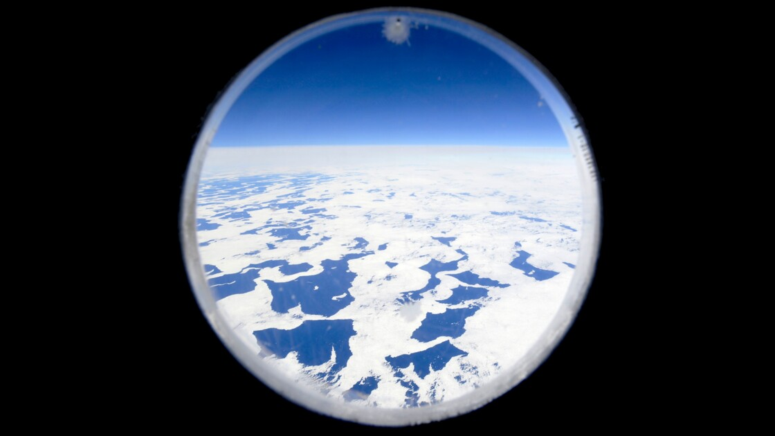 Au dessus de l'Ocean Glacial Antarctique.